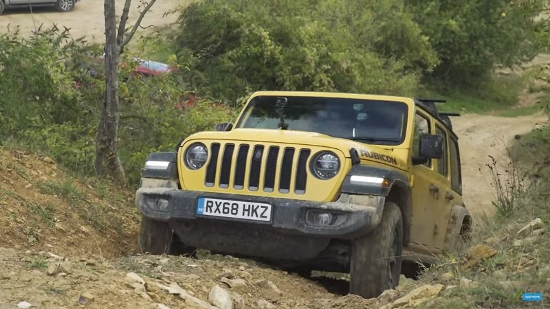 A Suzuki Jimny Takes on the Mercedes G-Class and Jeep Wrangler - Who Wins? - image 867517