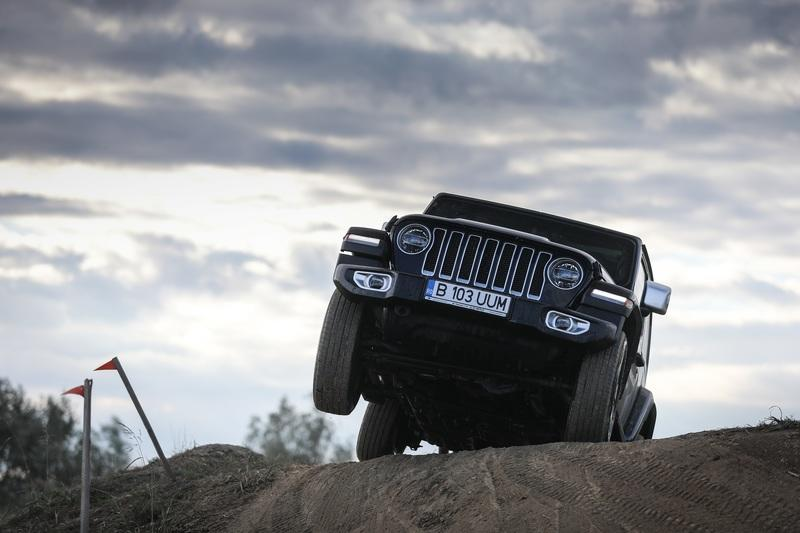 Off-Roading Tips and Tricks From the Jeep Experts