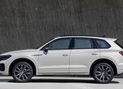 Volkswagen Wants to Take on AMG and BMW M with a Hybrid 2021 Volkswagen Touareg R - image 868469