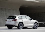 Volkswagen Wants to Take on AMG and BMW M with a Hybrid 2021 Volkswagen Touareg R - image 868471