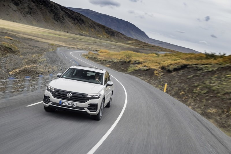 Volkswagen Wants to Take on AMG and BMW M with a Hybrid 2021 Volkswagen Touareg R Wallpaper quality - image 868474