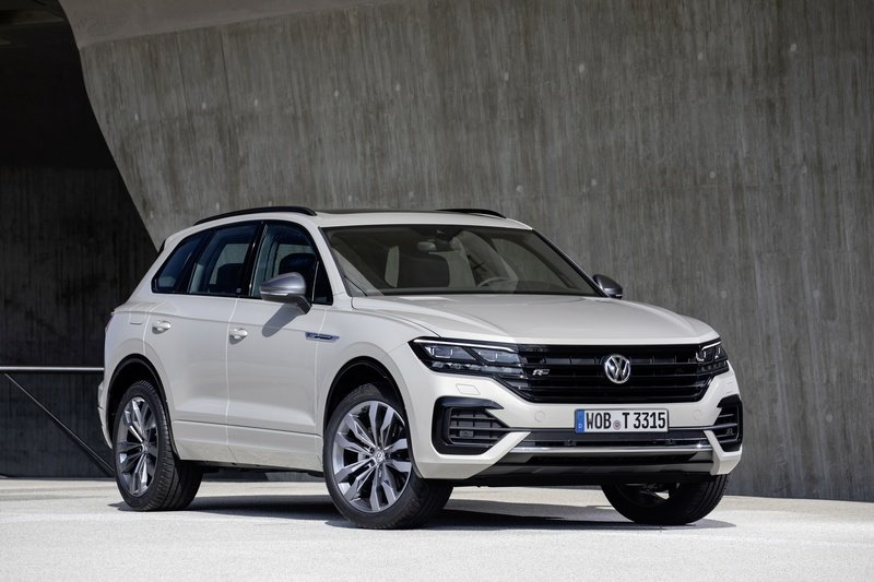Volkswagen Wants to Take on AMG and BMW M with a Hybrid 2021 Volkswagen Touareg R