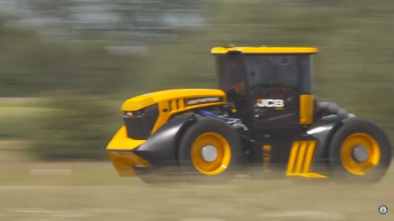 Guy Martin Pilots The World's Fastest Tractor to a Record Top Speed of 153.7 MPH - image 872645
