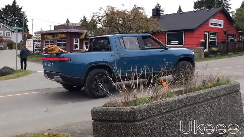 The Rivian R1T Was Spotted During a Commercial Shoot in Canada - image 871077
