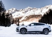 Amazing Wallpapers: The Lamborghini Urus, Aventador SVJ, and Huracan EVO Celebrate Christmas the Right Way - image 877354