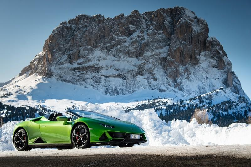 Amazing Wallpapers: The Lamborghini Urus, Aventador SVJ, and Huracan EVO Celebrate Christmas the Right Way