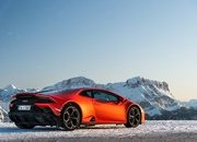Amazing Wallpapers: The Lamborghini Urus, Aventador SVJ, and Huracan EVO Celebrate Christmas the Right Way - image 877369