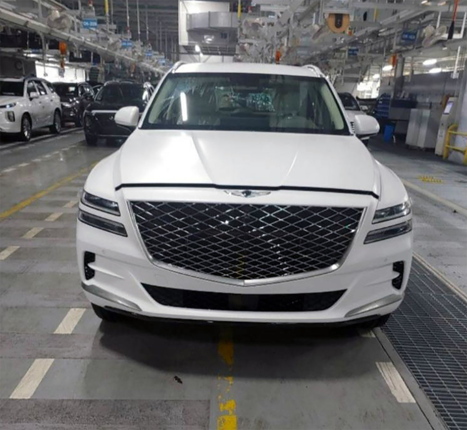 Genesis GV80 SUV Leaks With Impressively Powerful Exterior