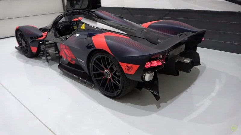 Learn Even More About the Aston Martin Valkyrie and See What It's Like to Drive! - image 877291