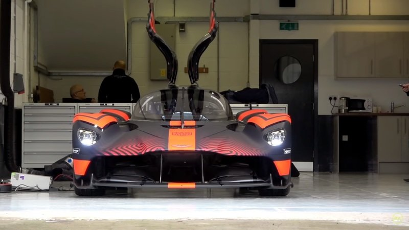 Learn Even More About the Aston Martin Valkyrie and See What It's Like to Drive! - image 877294