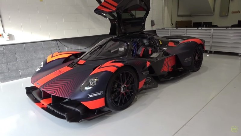 Learn Even More About the Aston Martin Valkyrie and See What It's Like to Drive! - image 877297
