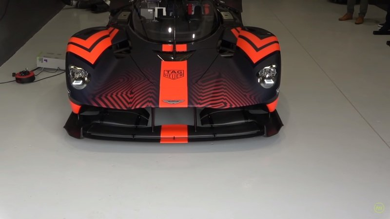 Learn Even More About the Aston Martin Valkyrie and See What It's Like to Drive! - image 877288