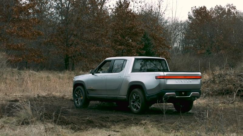 The Rivian R1T Just Put the Tesla Cybertruck to Shame With Tank Turn Capability - image 878135