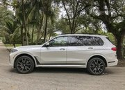 Chasing Whales: BMW X7 M50i Drag Races Mercedes-AMG G 63 - image 879979