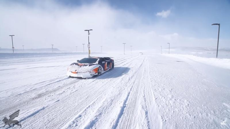Ever Wondered How the Lamborghini Aventador and Bugatti Veyron Handle Snow?