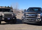 Jeep Gladiator and Ford F-250 Tug-of-War Shows the Difference Between Function and Fun - image 878756