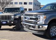 Jeep Gladiator and Ford F-250 Tug-of-War Shows the Difference Between Function and Fun - image 878757