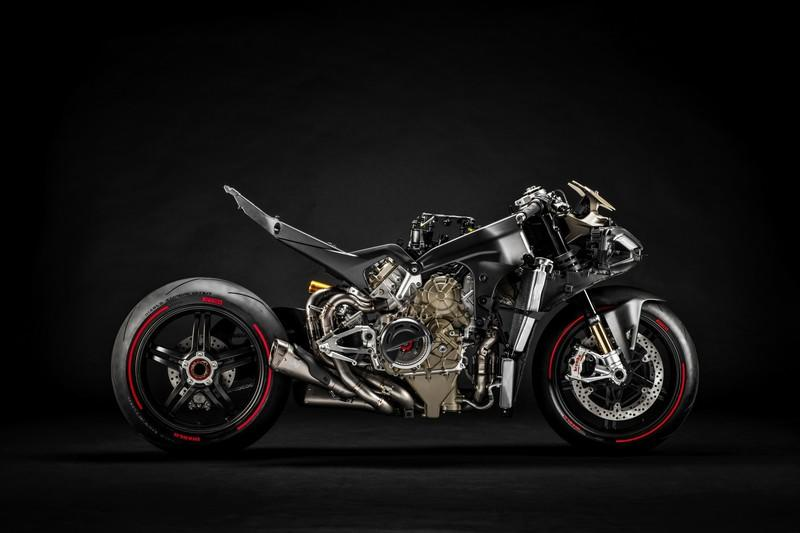 Ducati finally unleashed their most extreme production motorcycle till date: The Superleggera V4