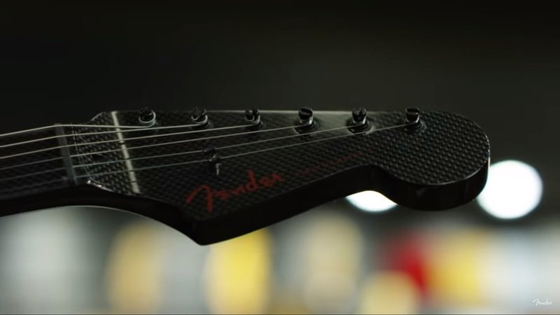 This Saleen-inspired Fender Stratocaster is a carbon-fiber work of art - image 887242