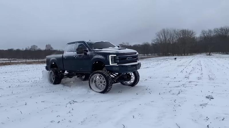 Video: Would You Treat Your $100,000 Ford F-350 Like This? - image 886904