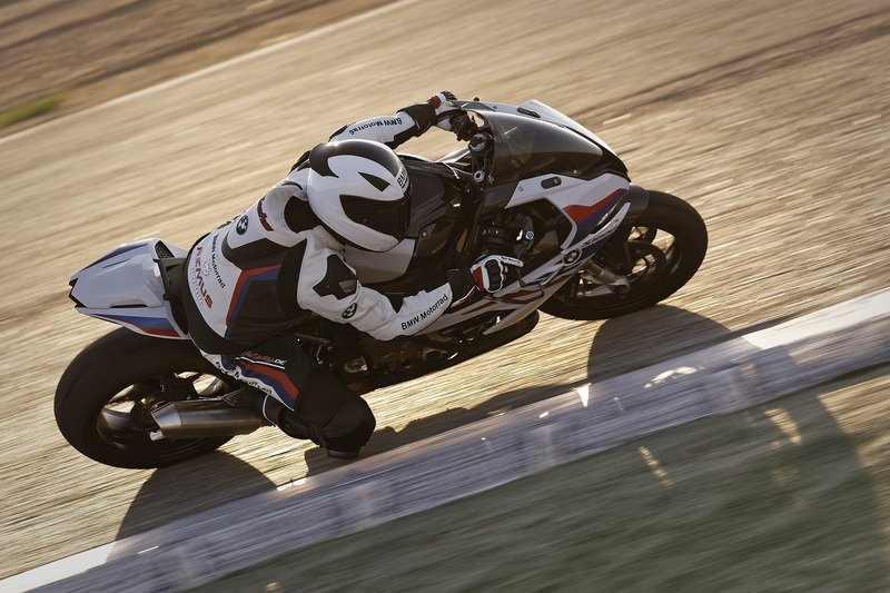 BMW Motorrad unveils the M performance packages for the S 1000 RR