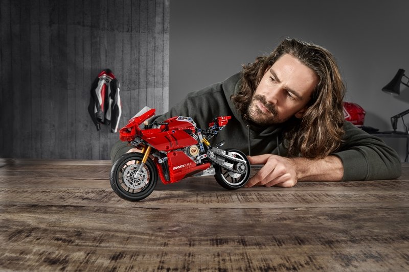 Lego's Latest Technic Set Is This Wonderful Ducati Panigale V4 R