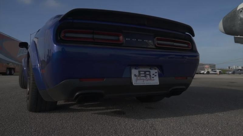 Hear a 2019 Dodge Challenger Hellcat Redeye Roar as It Scorches the Half-Mile