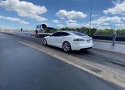 Tesla Model S Performance With The 'Cheetah Stance' Sets A New Quarter-Mile Record - image 907537