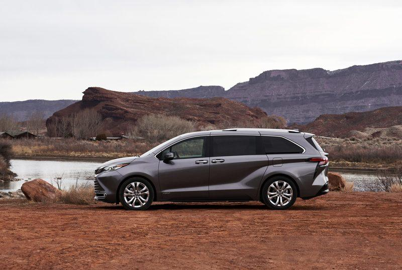 Toyota Debuts The New Sienna and The Resurrected-Venza