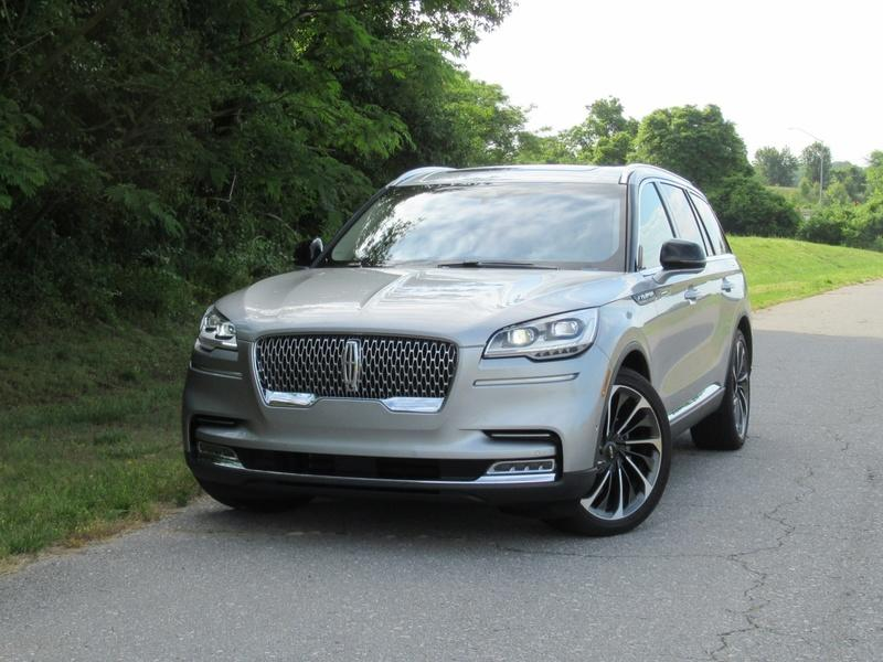 2020 Lincoln Aviator - Driven Exterior - image 920451