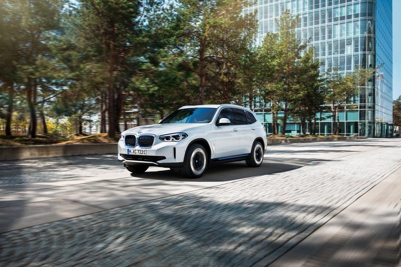 The BMW iX3 Joins the EV Ranks with 286 Miles of Range Exterior - image 920498