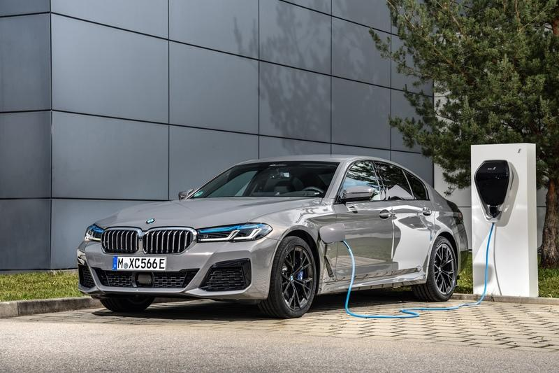 2021 BMW 545e xDrive PHEV