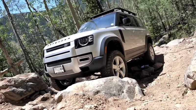 Watch the Old Land Rover Defender Keep Up with the New Defender and Jeep Gladiator - image 927695