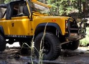 Watch the Old Land Rover Defender Keep Up with the New Defender and Jeep Gladiator - image 927697