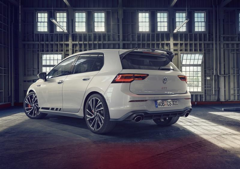 The Volkswagen Golf GTI Clubsport Makes the Standard GTI Look Like a Girl's Car Exterior - image 940486