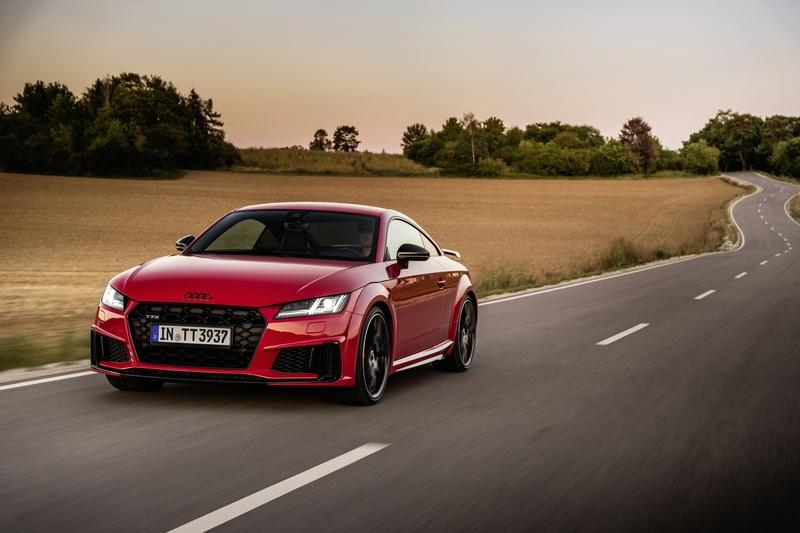 2021 Audi TTS Coupé and Roadster competition plus