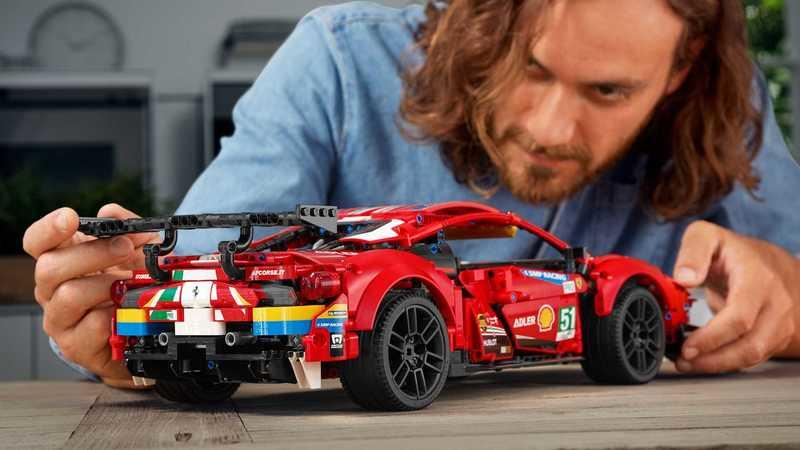 Please Santa, Bring Us This Ferrari 488 GTE Lego Technic Set