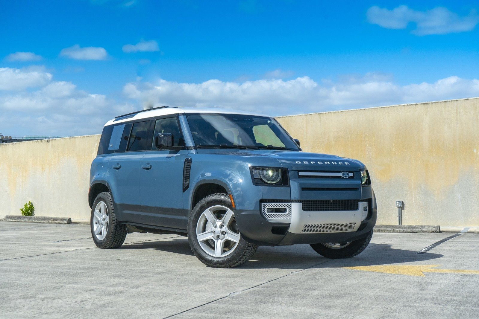 2020 Land Rover Defender @ Top Speed - Carlibrary