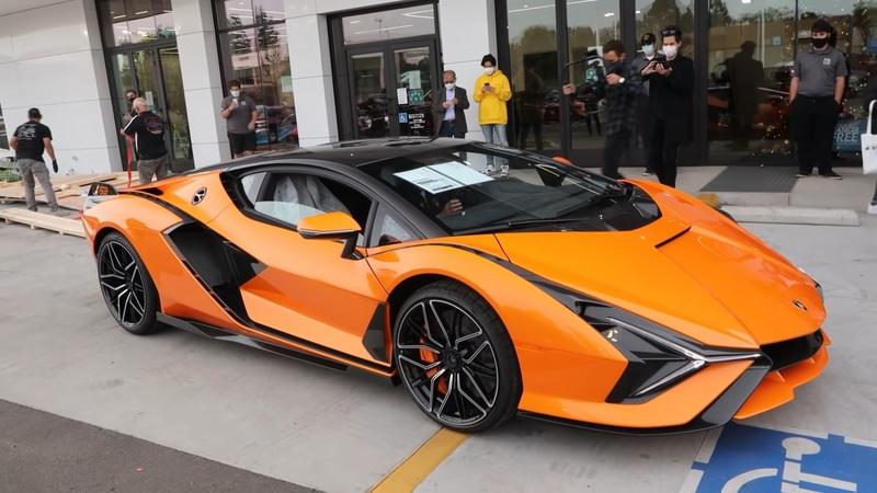 The First Lamborghini Sian in North America Has a WICKED Paint Job