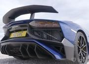 This Race Between a Lamborghini Aventador SV and a Porsche Taycan Turbo S Might Upset You - image 957402