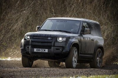 Land Rover May Try to Compete With The Mercedes-AMG G63