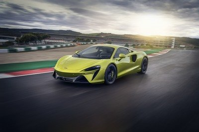 The McLaren Artura PHEV Lays the Foundation for an Electrified Future