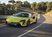 McLaren Artura - The Plug-In Hybrid Supercar Without a Reverse Gear! - image 971439