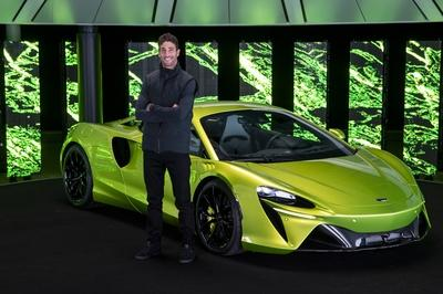McLaren Artura - The Plug-In Hybrid Supercar Without a Reverse Gear!