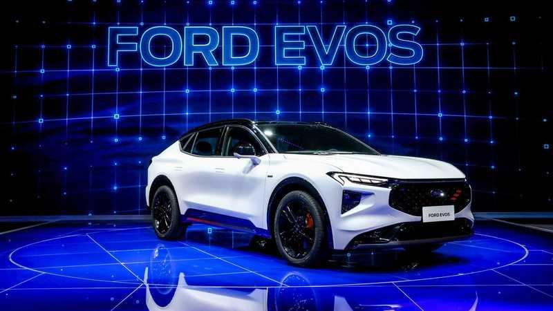 This is the Chinese Market Ford EVOS And, Probably, The Fusion In America and the Mondeo in Europe