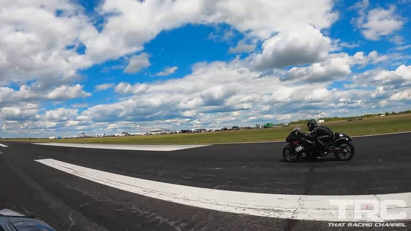Godzilla Takes on the Mighty Busa in a 2,900-Horsepower Face-Off - image 998225