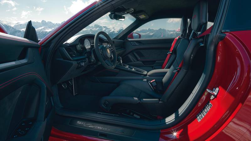 2022 Porsche 911 GTS – Filling the Gap Between the Carrera S and 911 Turbo Interior - image 996922