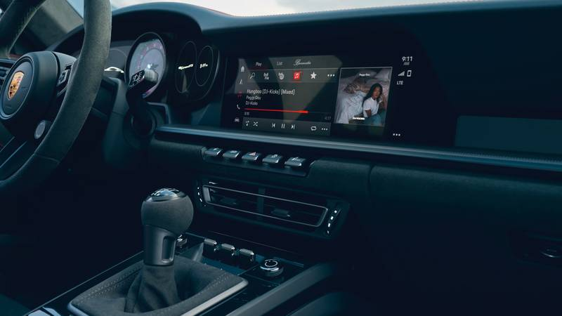 2022 Porsche 911 GTS – Filling the Gap Between the Carrera S and 911 Turbo Interior - image 996923