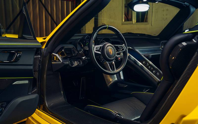 This Racing Yellow Porsche 918 Spyder Wouldn't Be A Bad Way To Spend $1.23 Million Interior - image 998976