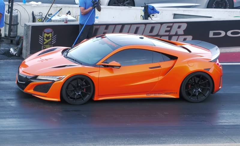 A Chevrolet Camaro ZL1 Takes on the Acura NSX in a Quarter-Mile Drag Races - image 1013996